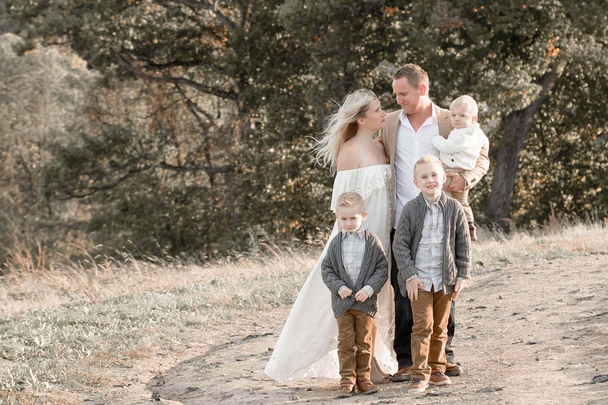 2 Posing Ideas For Your Outdoor Family Photos